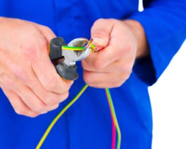 Skal du ringe efter en elektriker eller vvsér - Find svaret her!
